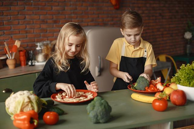 De l'ambiance dans la cuisine avec un enfant au four